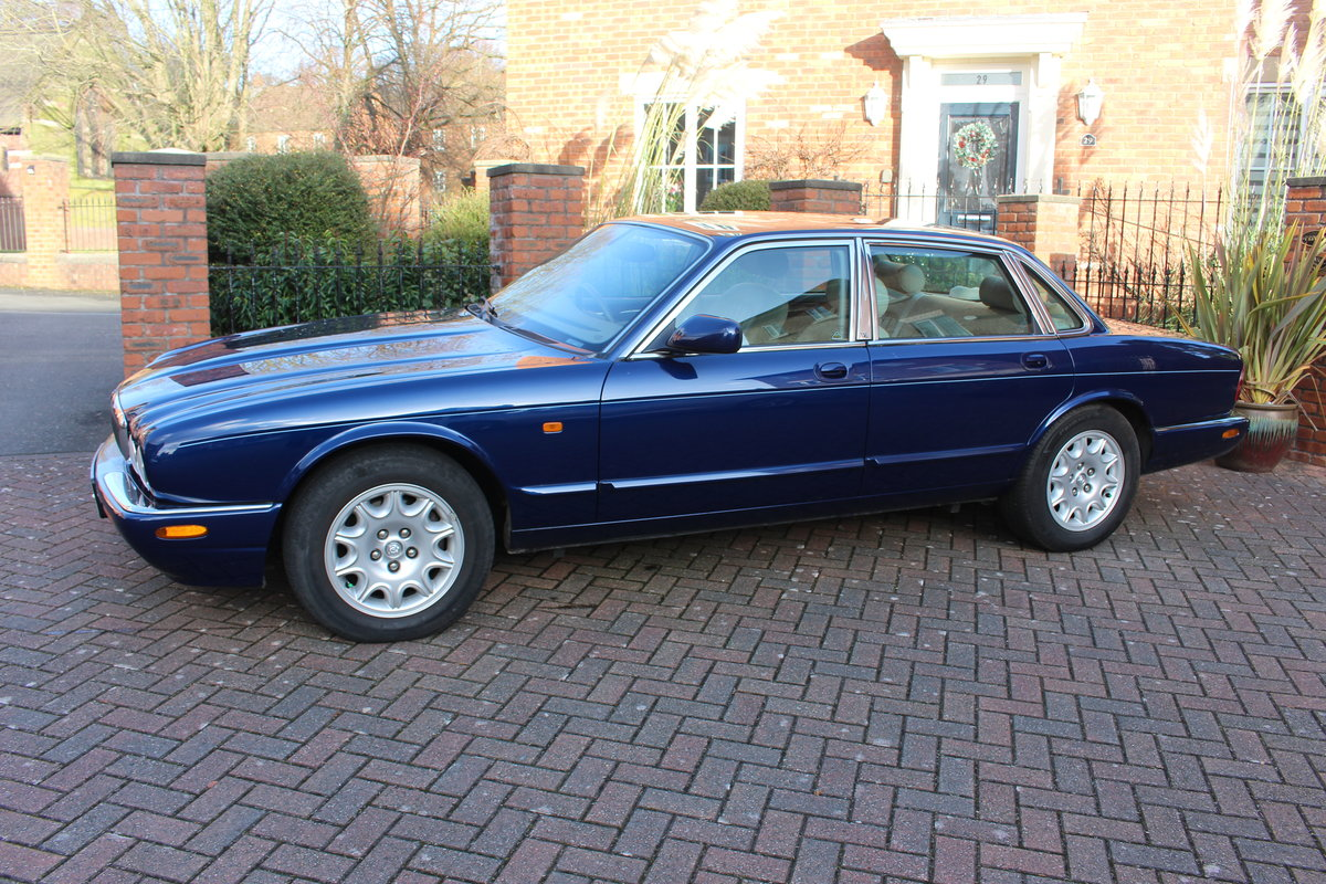 2001 XJ8 Joy to drive For Sale (picture 1 of 6)