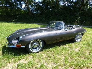 Jaguar E-Type Series 1 1/2 - largely original interior