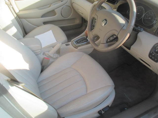 2002 AWD V6 X-type 6000 miles  from new full Jaguar history For Sale (picture 4 of 6)