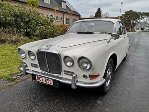 Jaguar 420 WITH POWER STEERING AND OVERDRIVE