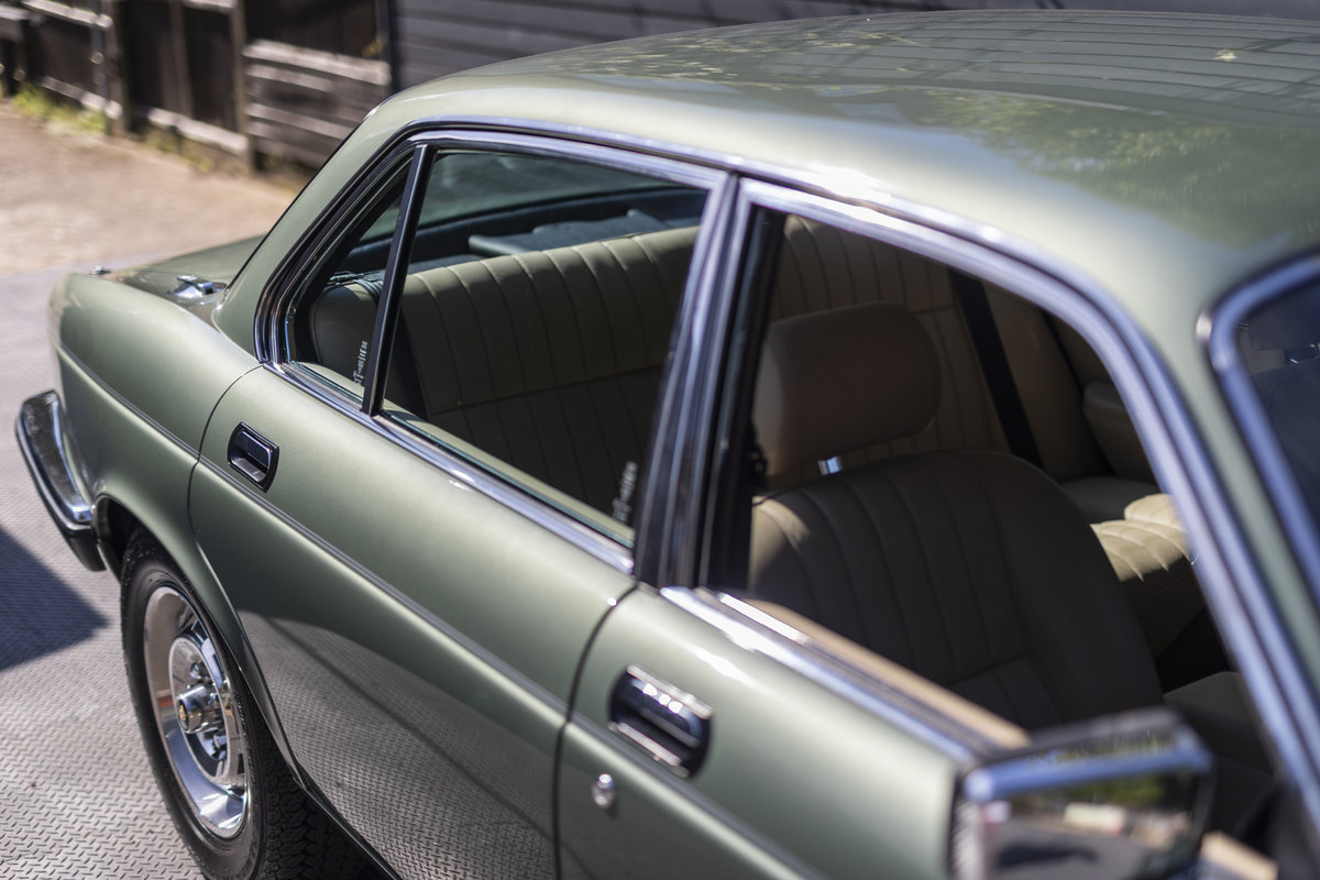 1985 JAGUAR XJ6 4.2 SERIES III, MANUAL ONLY 8200 MILES For Sale (picture 20 of 22)