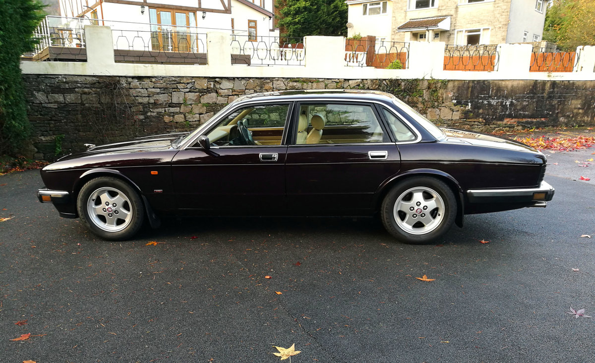 1994 xj40 4.0s very low miles fsh SOLD (picture 2 of 6)