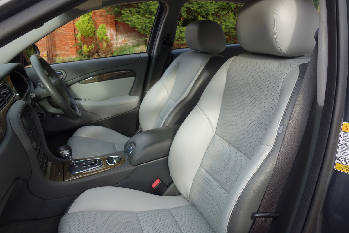 Jaguar S-Type 4.2 Sport Auto 2004/54 FSH 53000m 2005 Model For Sale (picture 6 of 6)