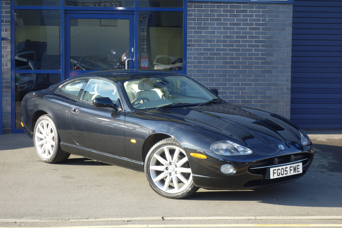 2005 Jaguar 4.2 Coupe Superb Classic FSH Big Spec, Only 47700m For Sale (picture 2 of 6)