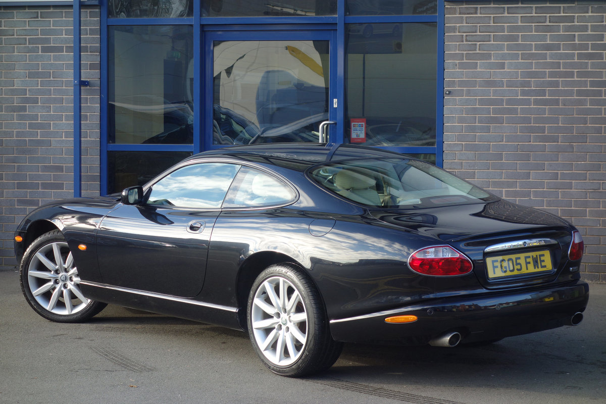 2005 Jaguar 4.2 Coupe Superb Classic FSH Big Spec, Only 47700m For Sale (picture 3 of 6)