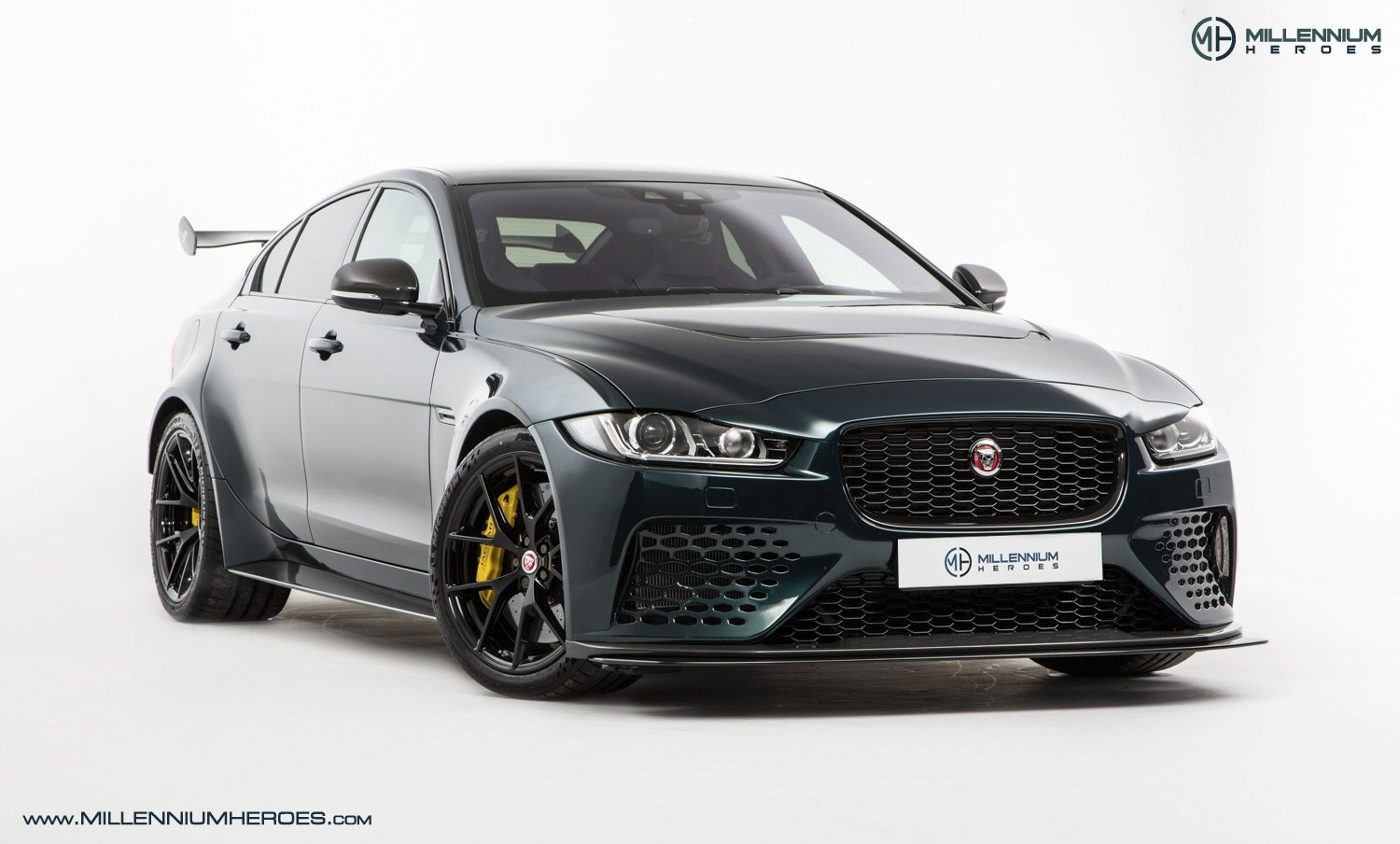 2019 JAGUAR XE SV PROJECT 8 // 1 OF 300 // 1K MILES // 1 OWNER  For Sale (picture 5 of 24)