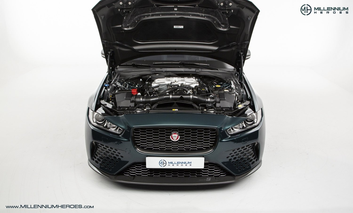 2019 JAGUAR XE SV PROJECT 8 // 1 OF 300 // 1K MILES // 1 OWNER  For Sale (picture 19 of 24)