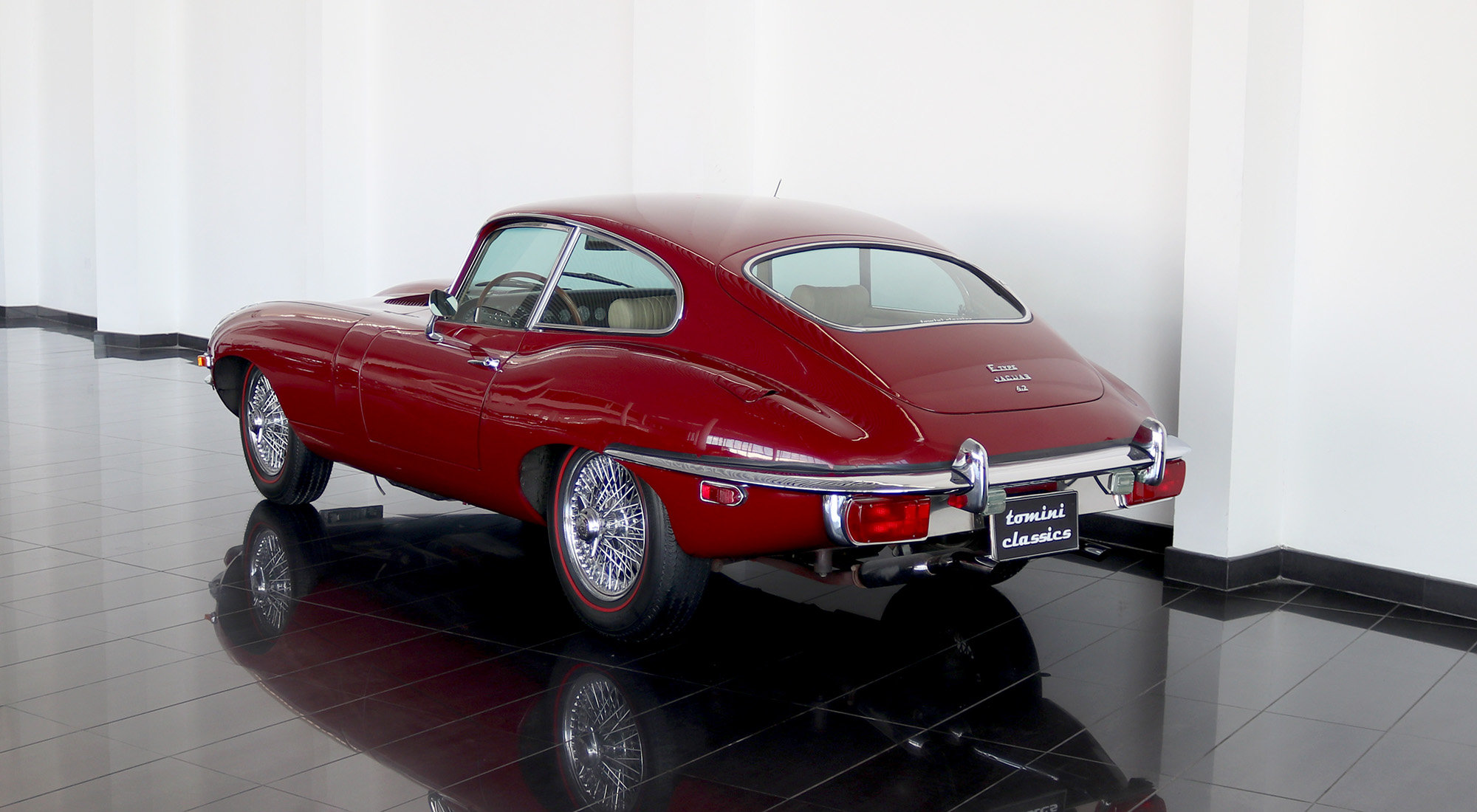 Jaguar E-type Series II FHC (1969) For Sale (picture 3 of 6)
