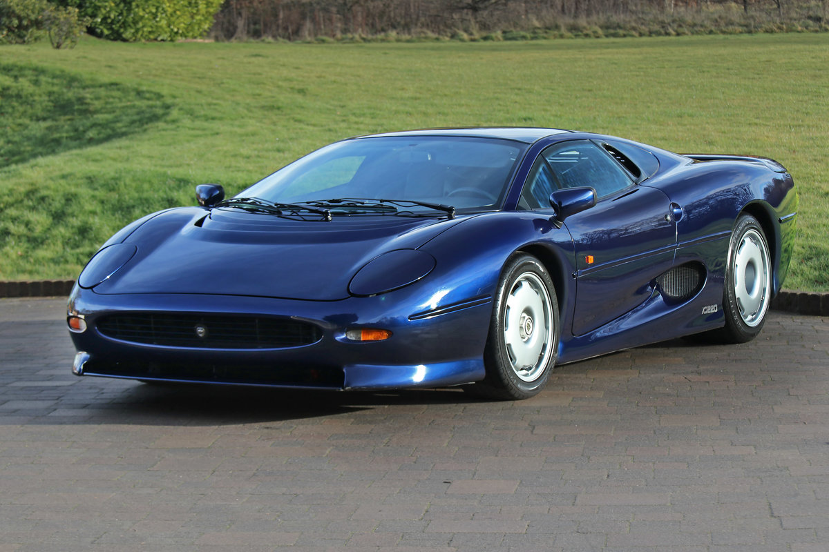 1992 Jaguar XJ220 with just 2,487 miles (4,003 kms) from new For Sale (picture 1 of 6)