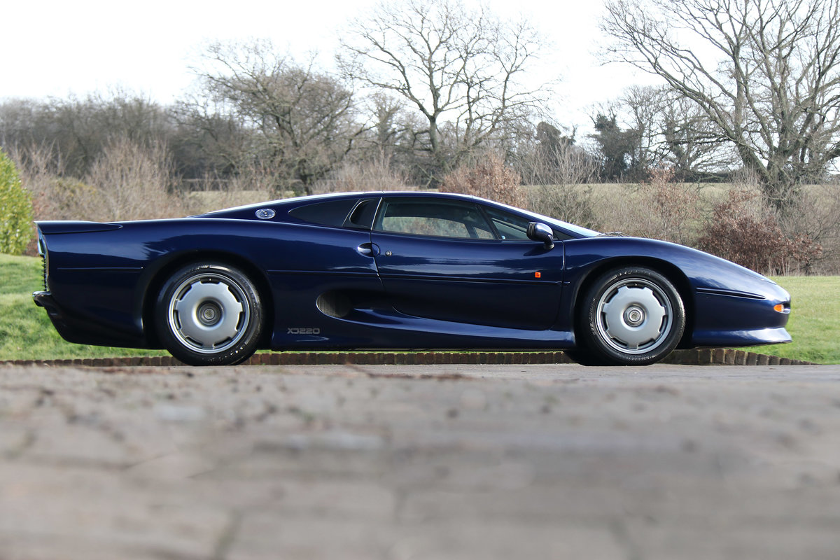 1992 Jaguar XJ220 with just 2,487 miles (4,003 kms) from new For Sale (picture 3 of 6)