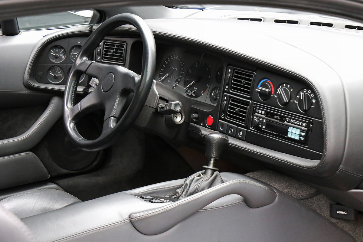 1992 Jaguar XJ220 with just 2,487 miles (4,003 kms) from new For Sale (picture 4 of 6)