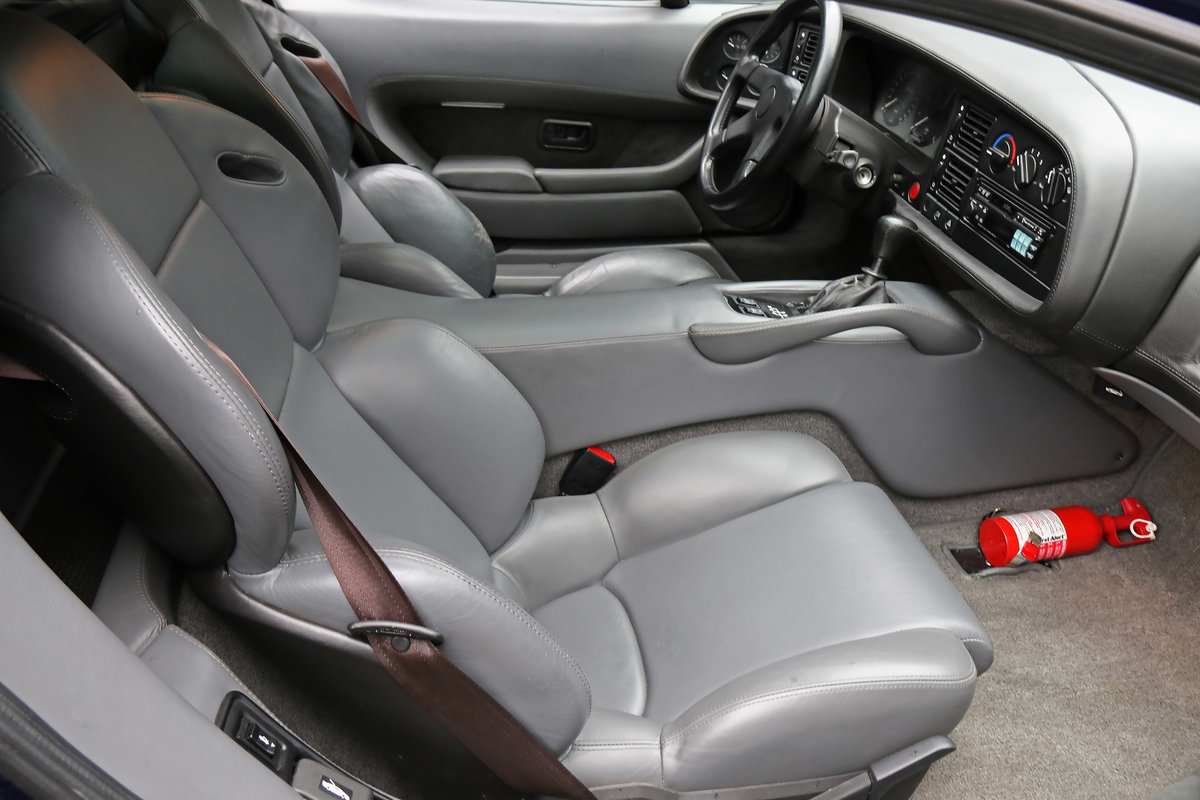 1992 Jaguar XJ220 with just 2,487 miles (4,003 kms) from new For Sale (picture 5 of 6)