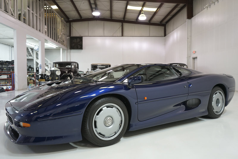 1994 Le Mans Blue Jaguar XJ220 Coupe For Sale (picture 1 of 6)