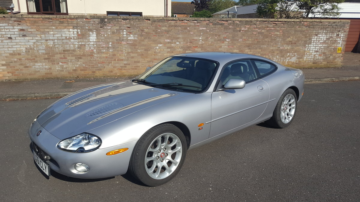 2001 xkr coupe silver/grey leather For Sale (picture 1 of 6)