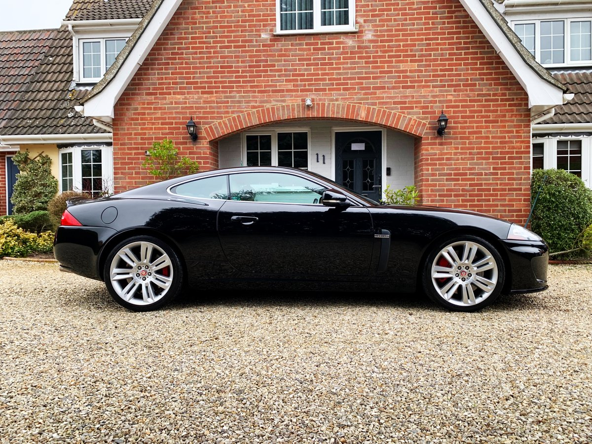 2010 Jaguar XKR 5.0 Supercharged (510-bhp) A stunning hi spec  For Sale (picture 2 of 6)