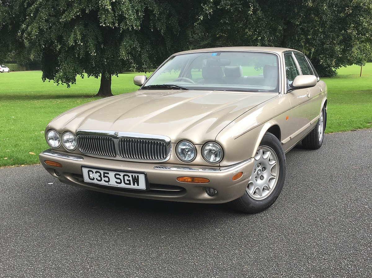 1998 JAGUAR SOVEREIGN. 1 OWNER. 18,000 MILES For Sale (picture 1 of 6)