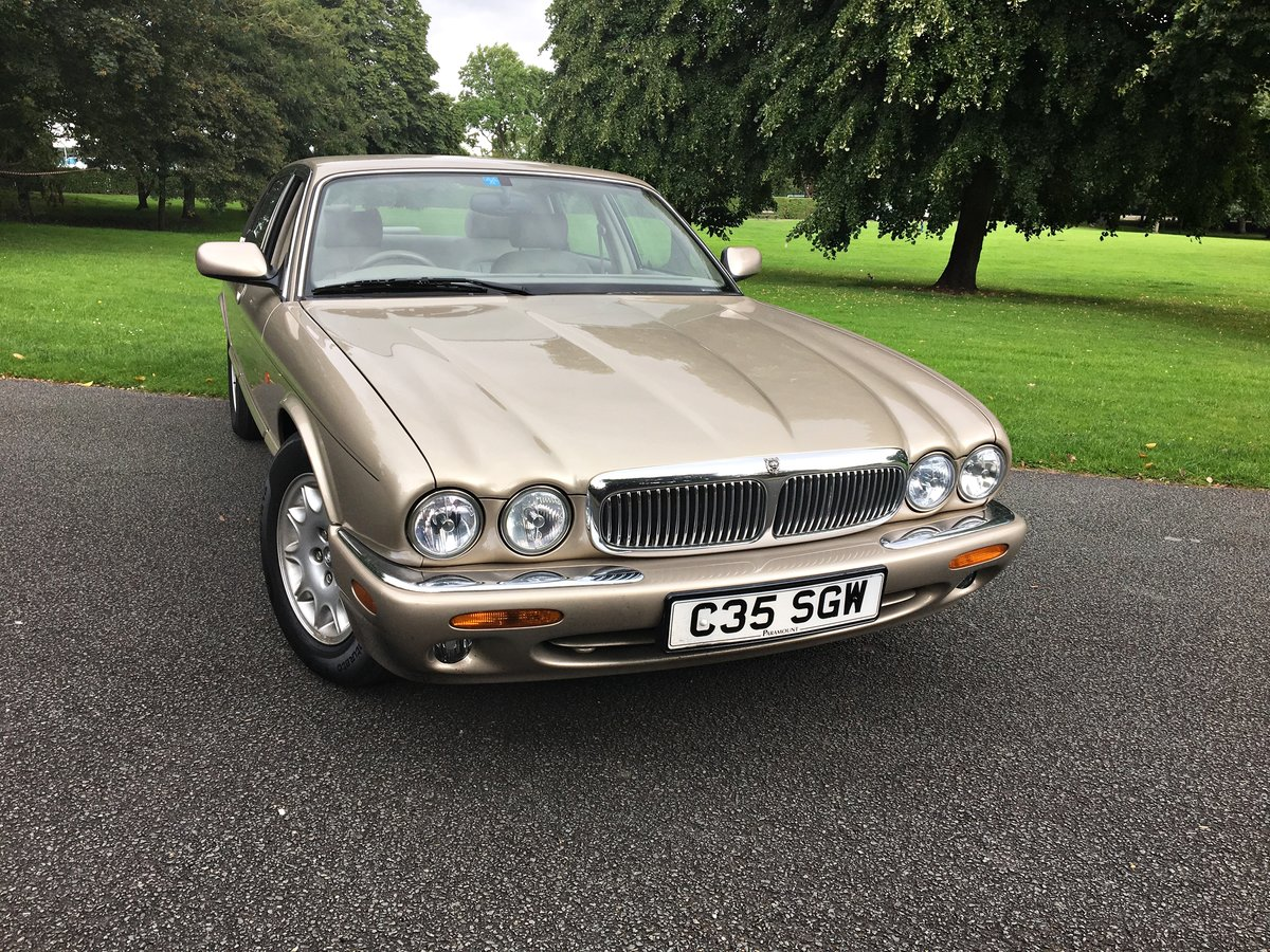 1998 JAGUAR SOVEREIGN. 1 OWNER. 18,000 MILES For Sale (picture 5 of 6)