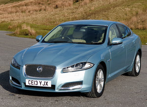 Jaguar xf luxury 3.0 v6 diesel 8-speed, video