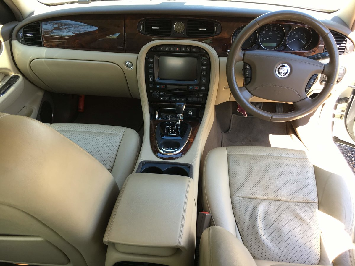 2007 Jaguar X358 3.0 Petrol 48k miles and perfect For Sale (picture 4 of 6)