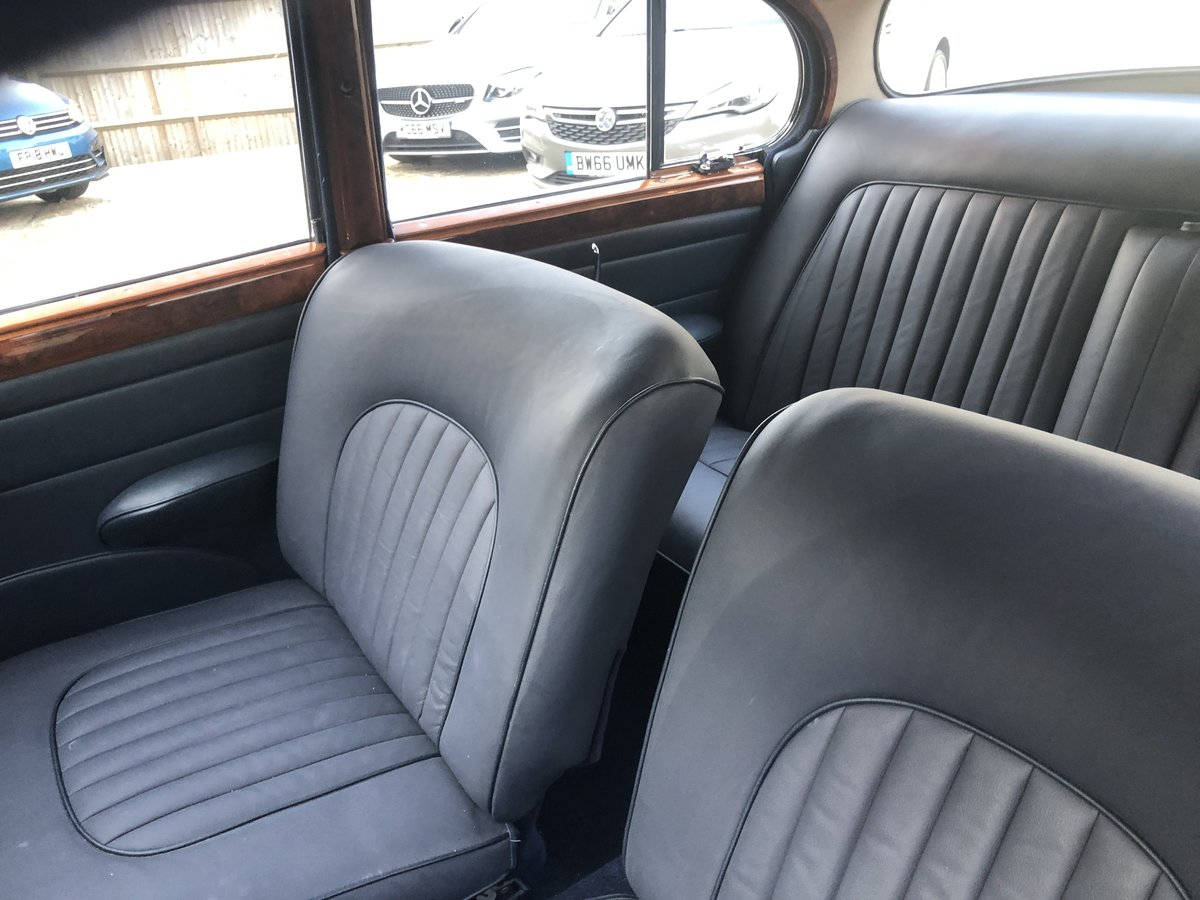 1963 Jaguar MK II 3.4 Manual with Overdrive For Sale (picture 4 of 6)