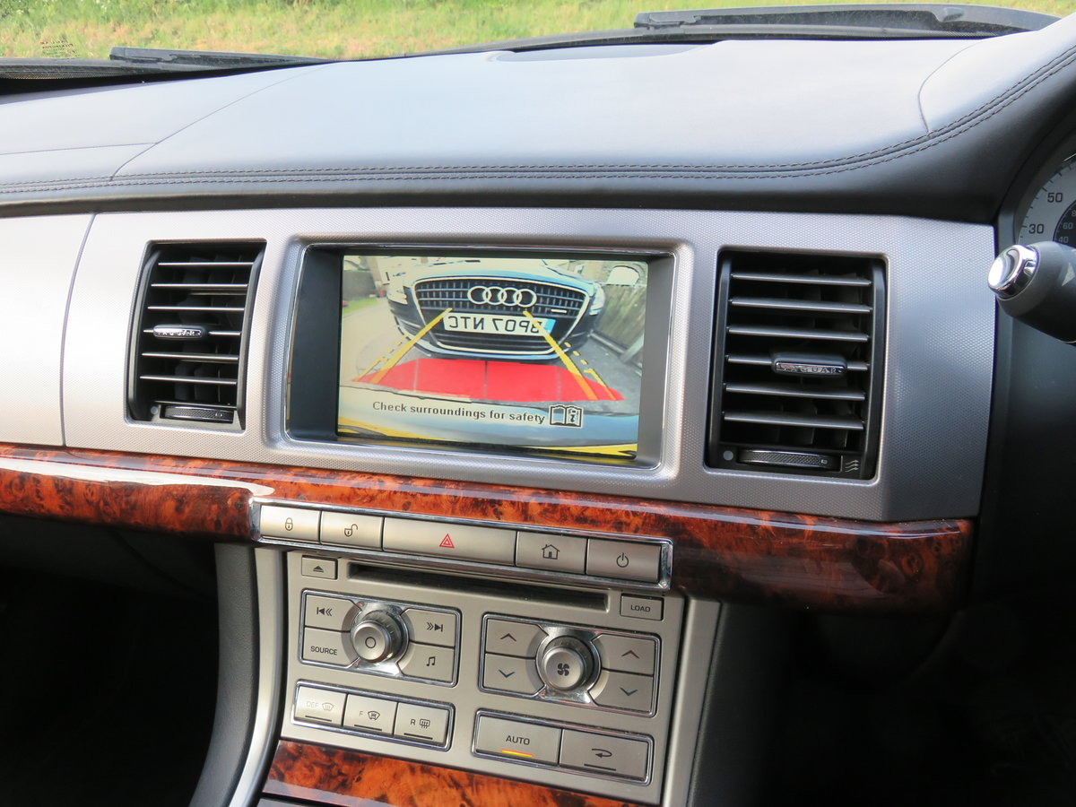 2010 Jaguar XF Premium Luxury V6 3.0 Litre Diesel For Sale (picture 5 of 6)