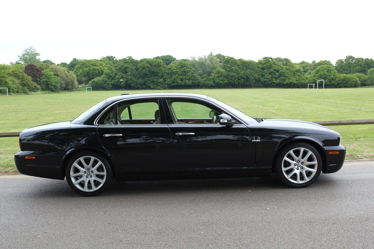 2007 Stunning Jaguar XJ8 4.2 V8 Executive For Sale (picture 2 of 6)