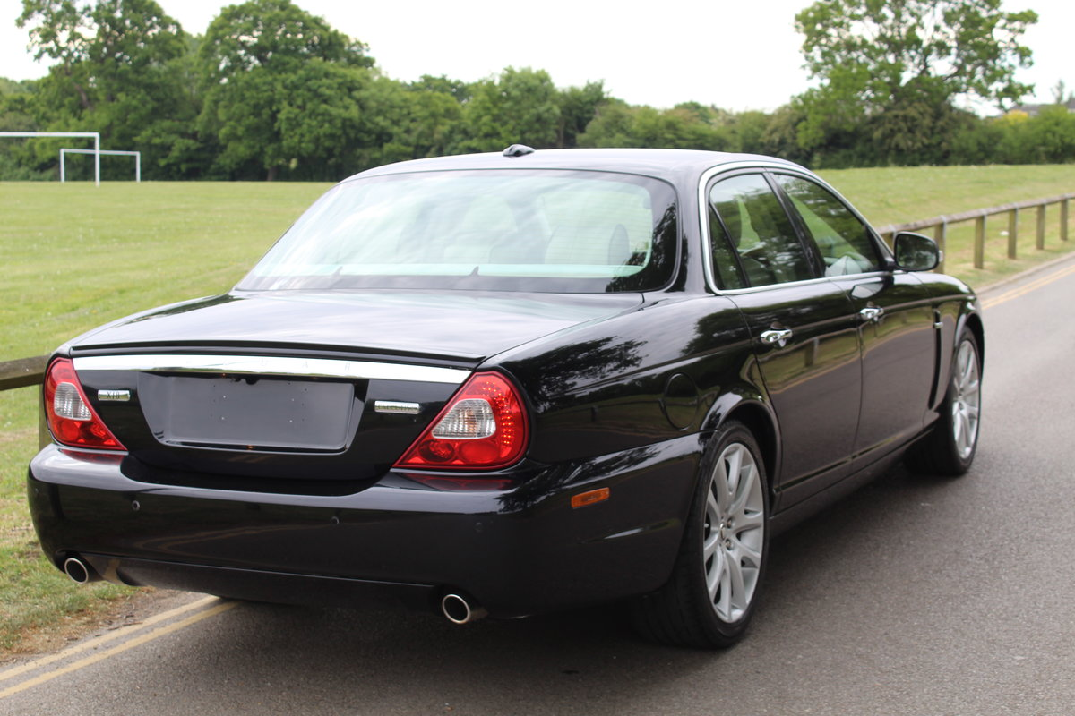 2007 Stunning Jaguar XJ8 4.2 V8 Executive For Sale (picture 3 of 6)