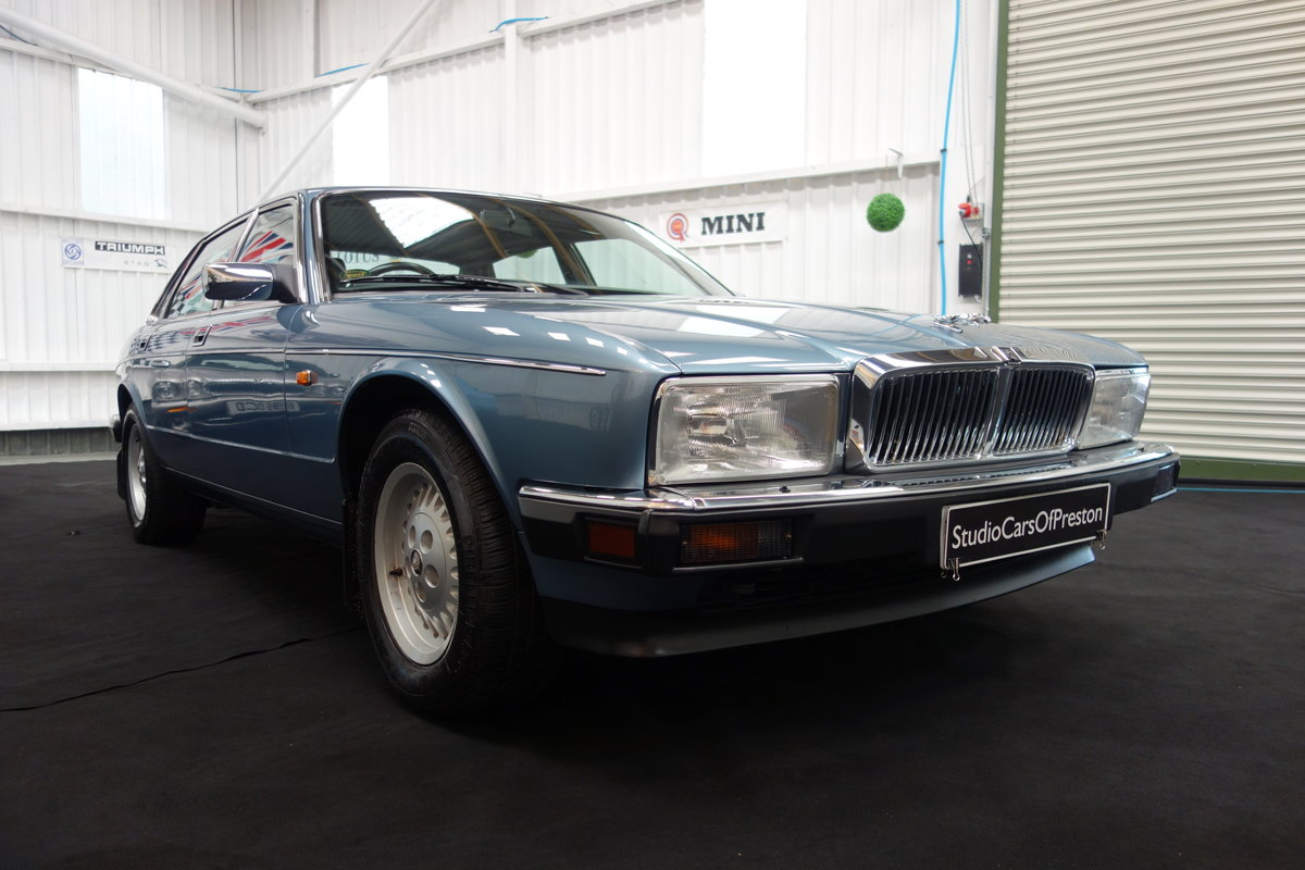1991  Jaguar XJ40 4.0 Sovereign Immaculate condition 29'000 miles For Sale (picture 1 of 5)