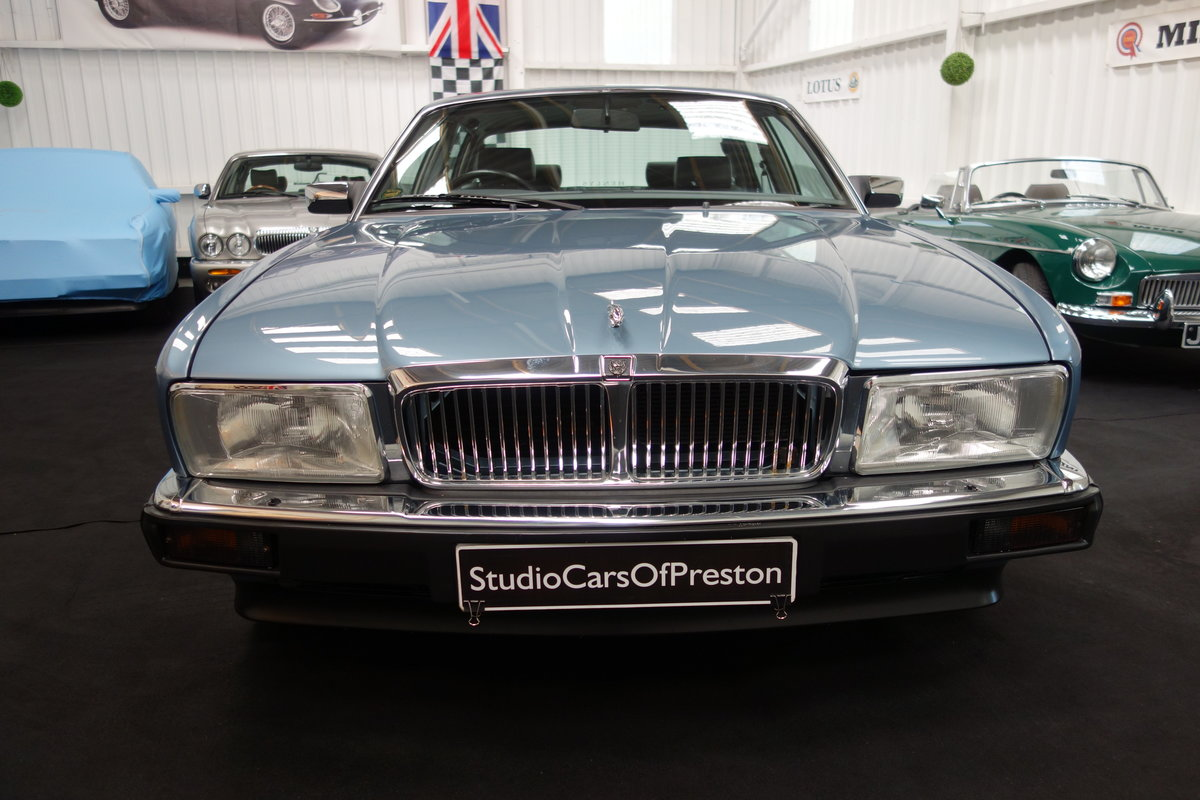1991  Jaguar XJ40 4.0 Sovereign Immaculate condition 29'000 miles For Sale (picture 3 of 5)