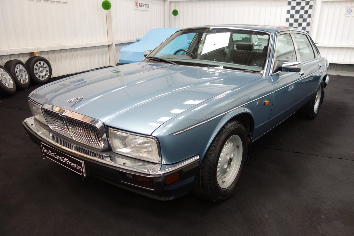 1991  Jaguar XJ40 4.0 Sovereign Immaculate condition 29'000 miles For Sale (picture 5 of 5)