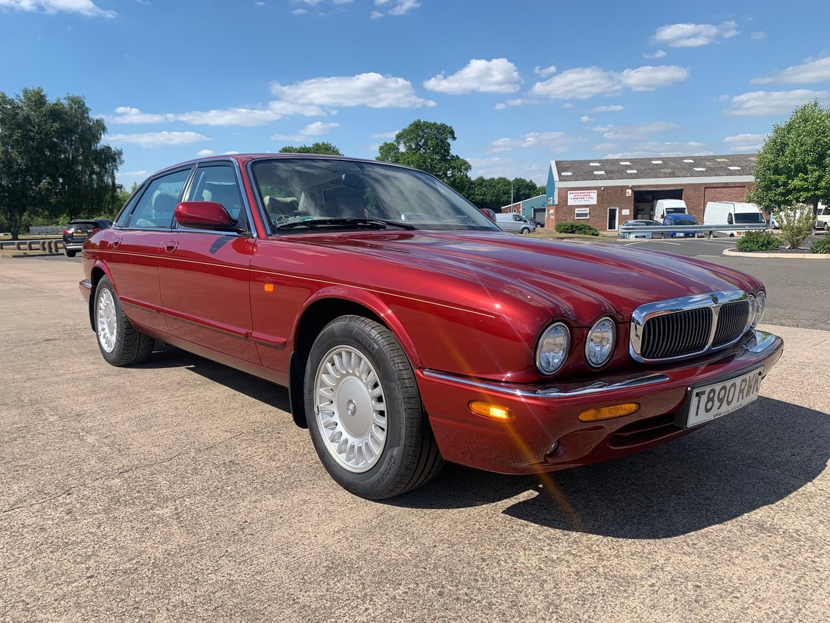 1999 Jaguar XJ8. Is this the best one in the world? For Sale (picture 1 of 5)