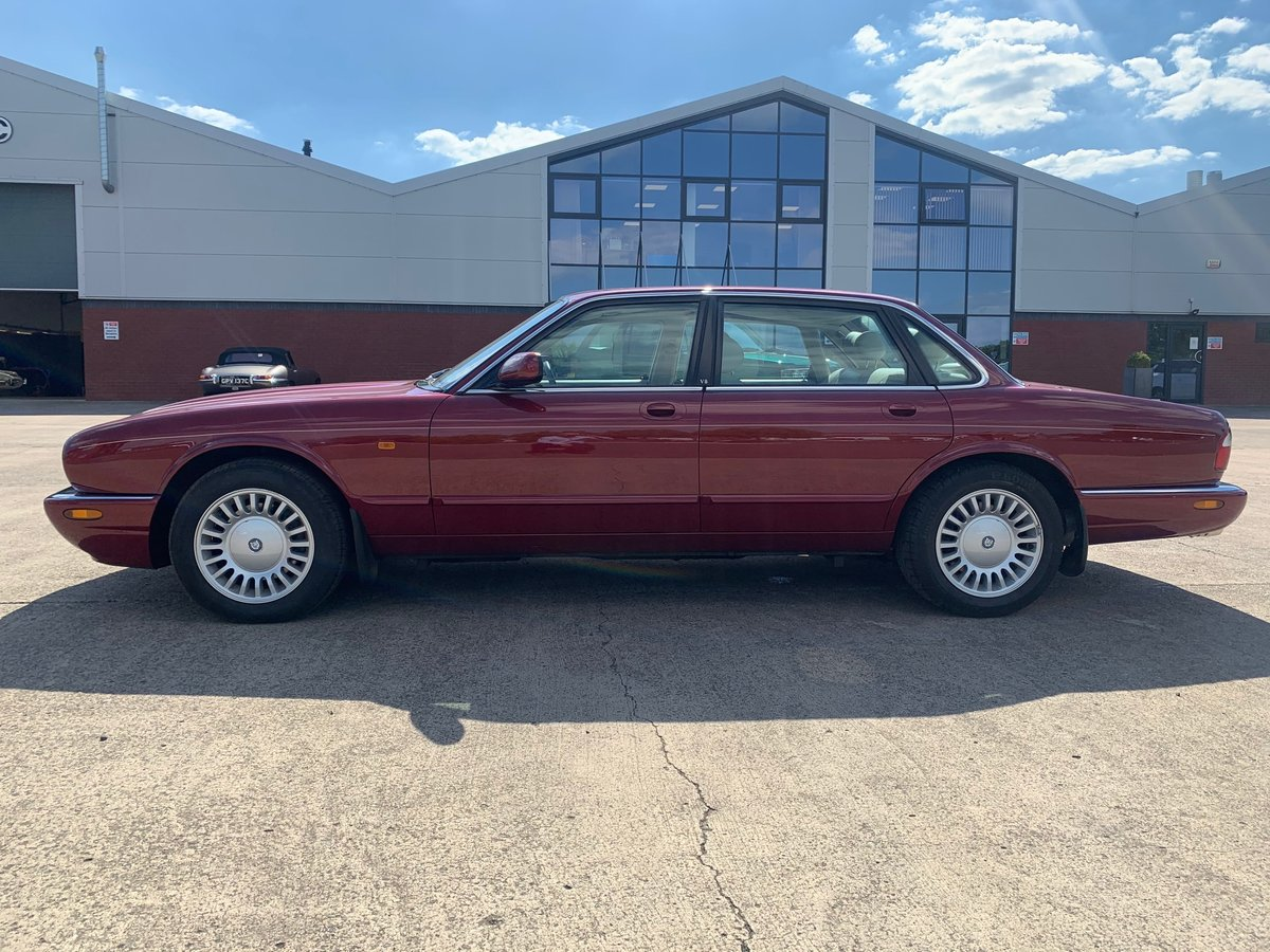 1999 Jaguar XJ8. Is this the best one in the world? For Sale (picture 2 of 5)
