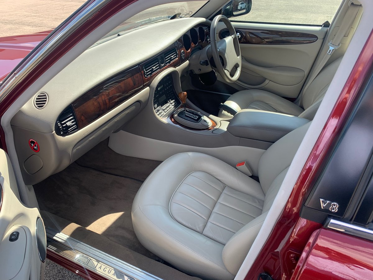 1999 Jaguar XJ8. Is this the best one in the world? For Sale (picture 3 of 5)