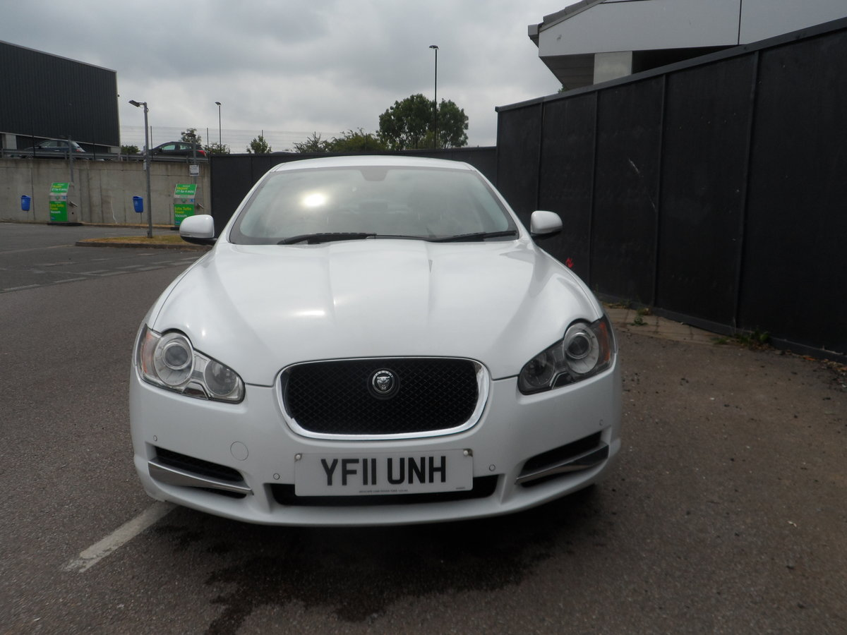 2011 SPORT LUXURY 3 LTR DIESEL IN WHITE WITH BLACK LEATHER F.S.H For Sale (picture 1 of 6)