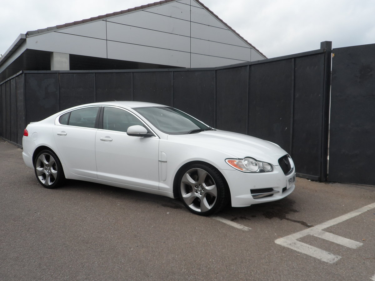2011 SPORT LUXURY 3 LTR DIESEL IN WHITE WITH BLACK LEATHER F.S.H For Sale (picture 2 of 6)