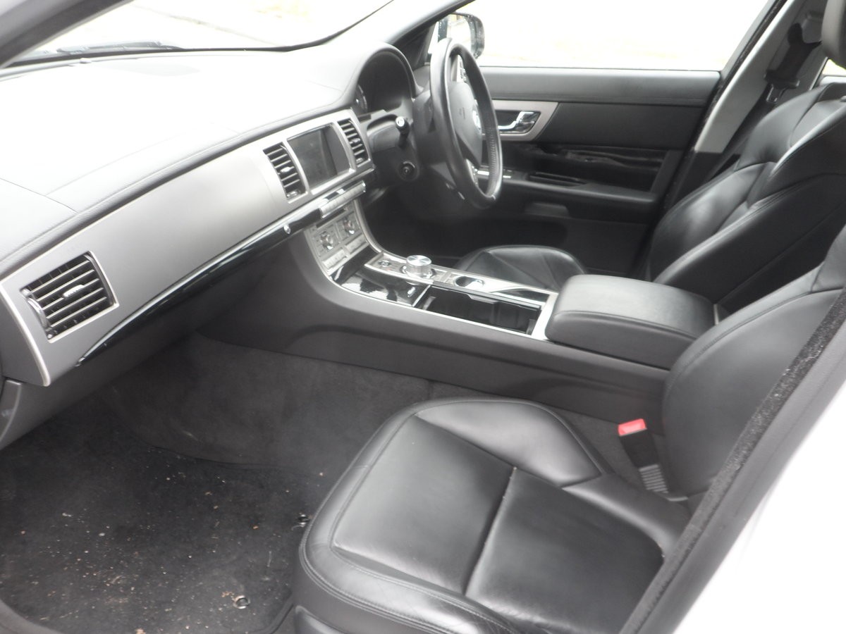 2011 SPORT LUXURY 3 LTR DIESEL IN WHITE WITH BLACK LEATHER F.S.H For Sale (picture 5 of 6)