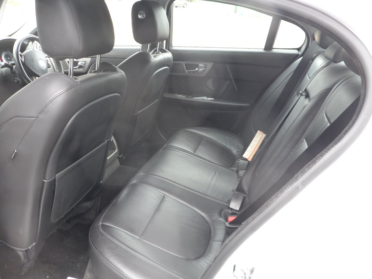 2011 SPORT LUXURY 3 LTR DIESEL IN WHITE WITH BLACK LEATHER F.S.H For Sale (picture 6 of 6)