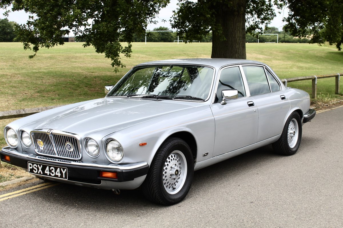 1982 Beautiful Jaguar XJ6 4.2 Series 3 For Sale (picture 1 of 6)