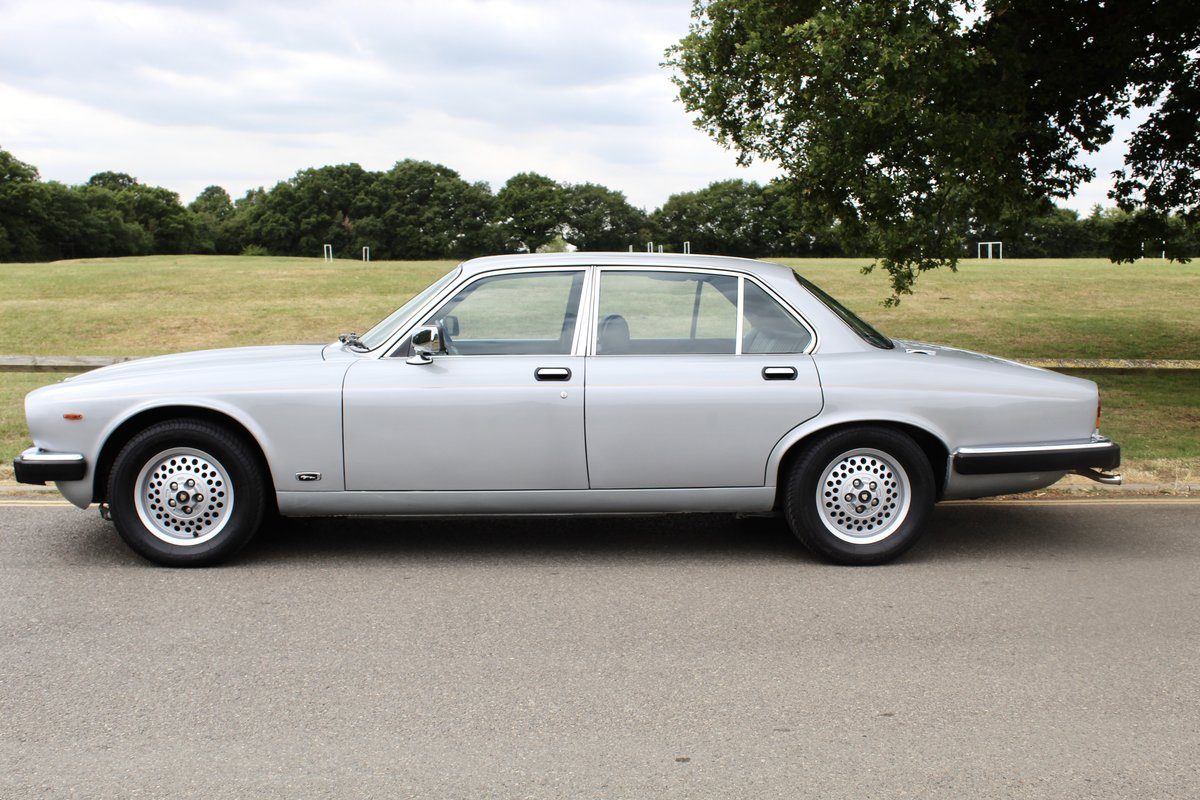 1982 Beautiful Jaguar XJ6 4.2 Series 3 For Sale (picture 2 of 6)