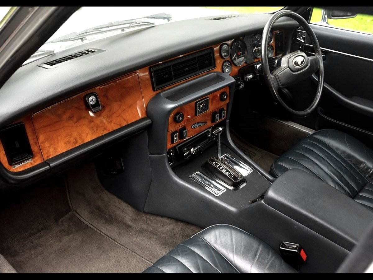 1982 Beautiful Jaguar XJ6 4.2 Series 3 For Sale (picture 4 of 6)