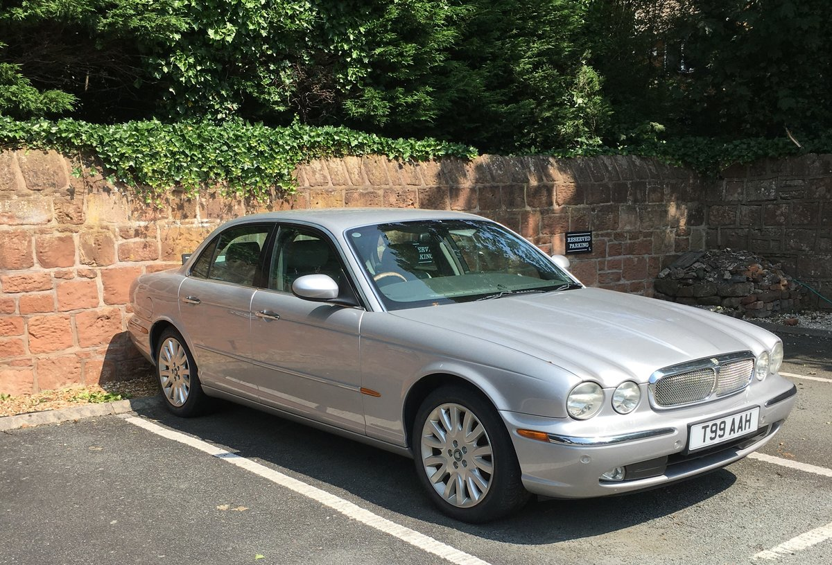 2003 Silver Grey XJ8 SE  For Sale (picture 1 of 6)