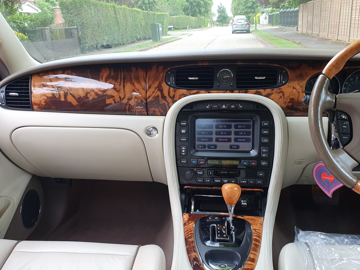 2005 Exceptional Jaguar XJ6 Sovereign FSH Stunning Specification  SOLD (picture 3 of 6)