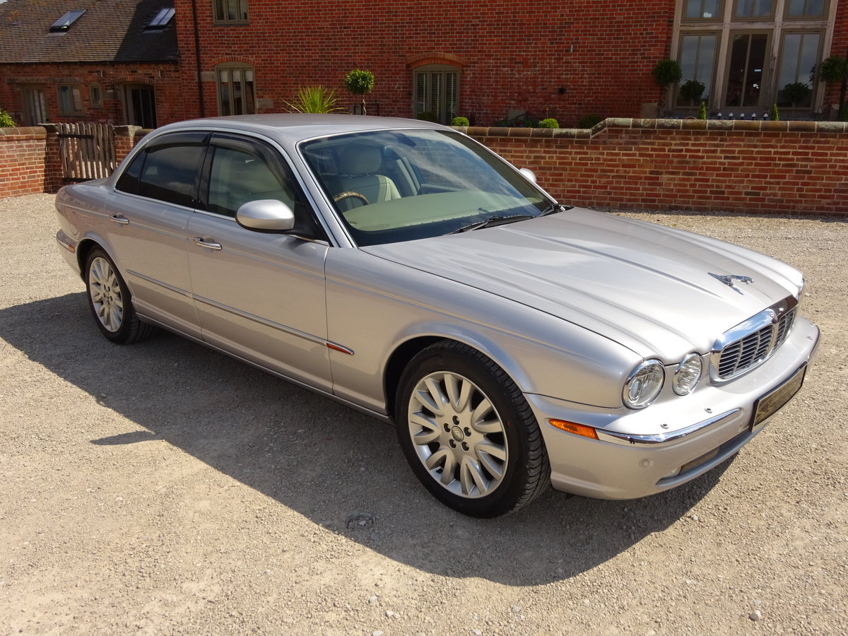 JAGUAR XJ8 SE 3.5 X350 2004 27K MILES FROM NEW 1 OWNER  For Sale (picture 1 of 6)