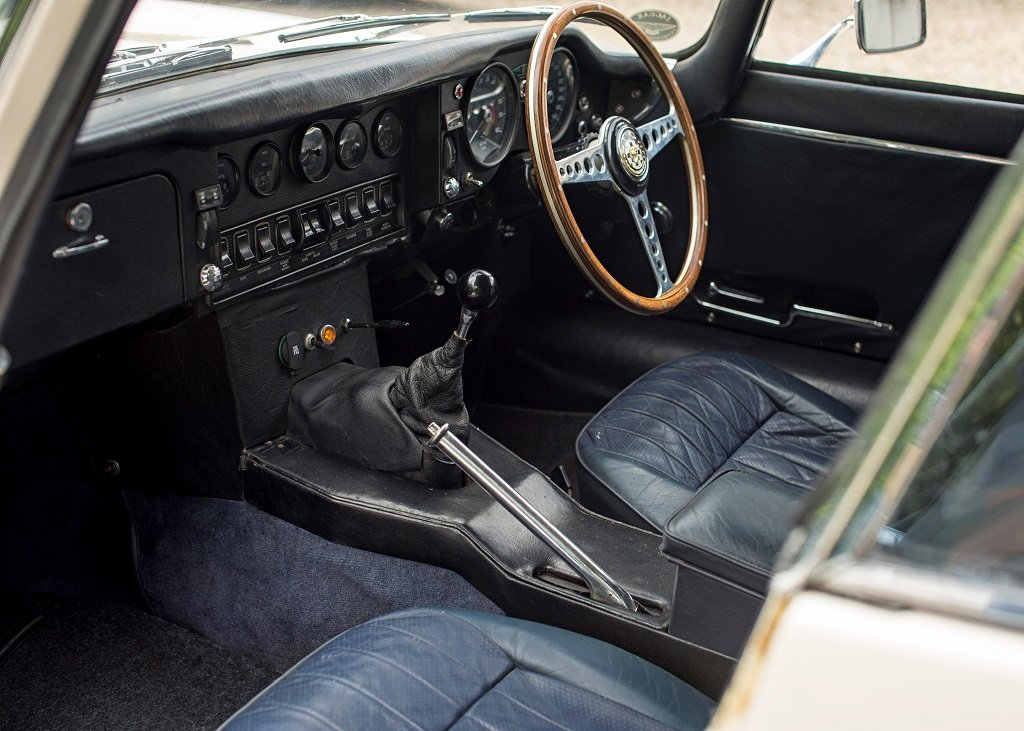 1969 Jaguar E-Type Series II Coup SOLD by Auction (picture 4 of 6)