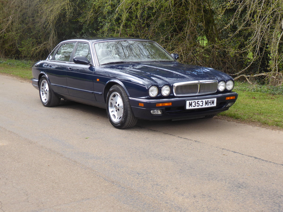 1995 Jaguar XJ6 54000 miles FSH  Outstanding Example For Sale (picture 2 of 6)