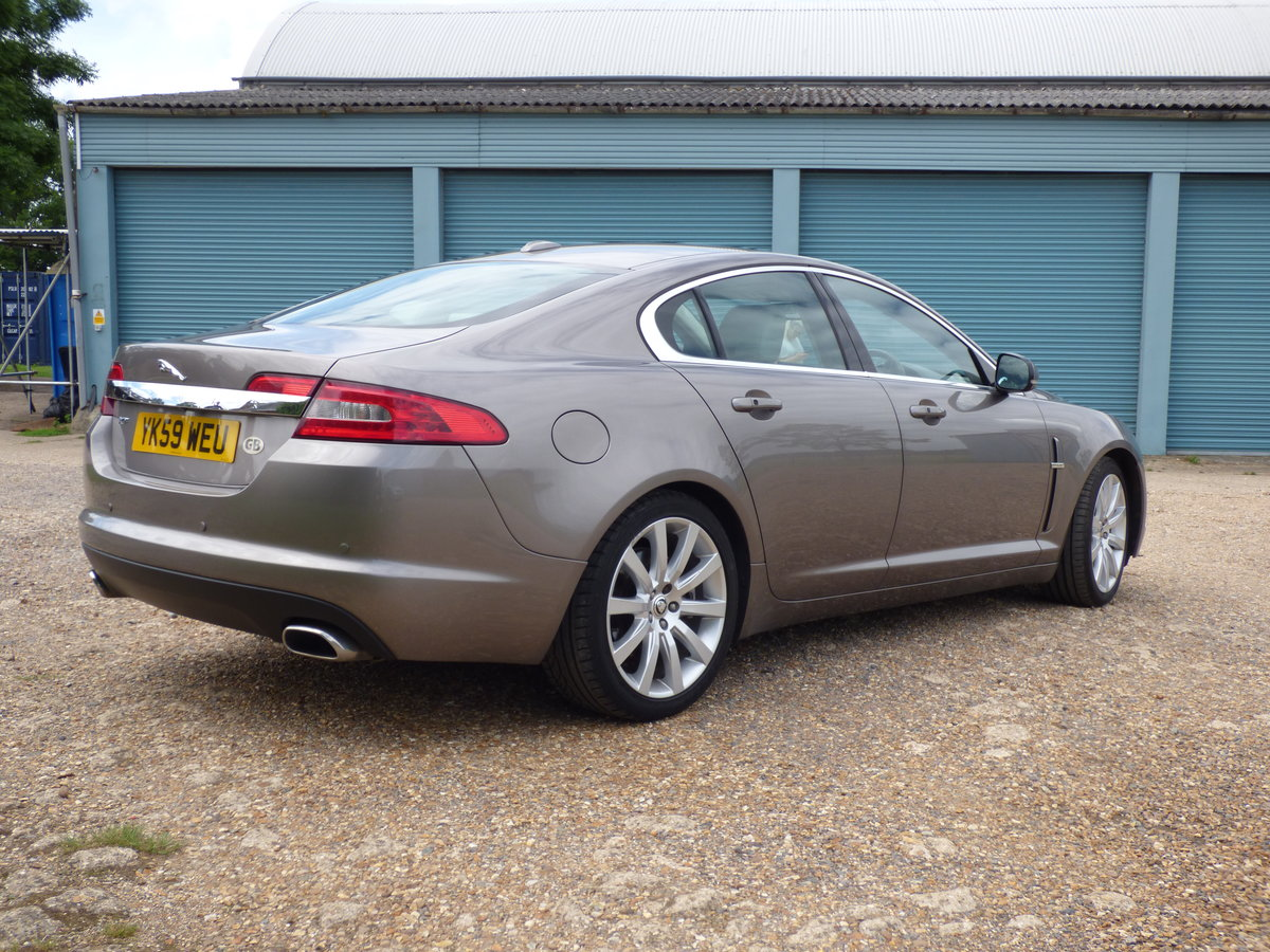 2009 Jaguar XF 3.0d Premium Luxury, SUNROOF, FSH, VGC For Sale (picture 2 of 6)