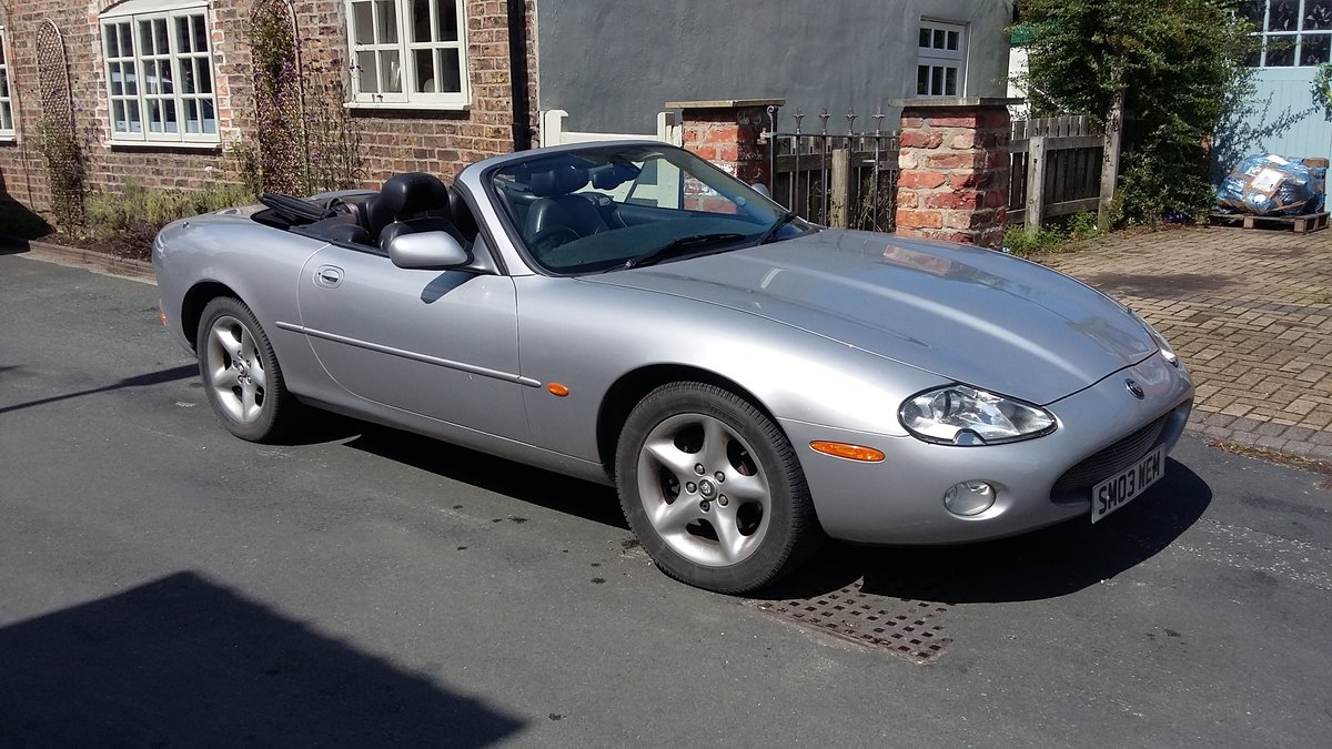 2003 Jaguar XK8 Convertible in silver For Sale (picture 4 of 6)
