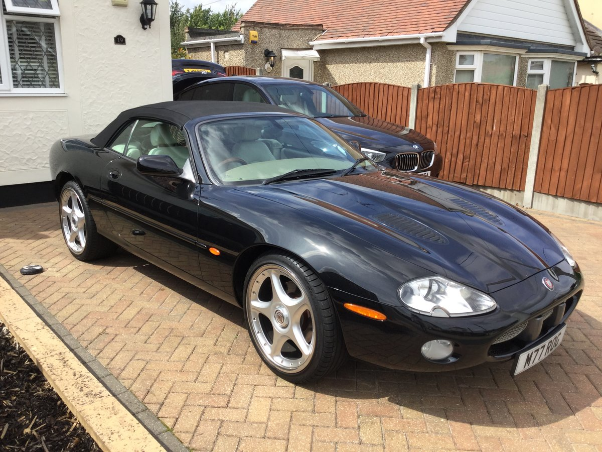 2002 Jaguar XKR 4.0 Convertible For Sale (picture 1 of 6)