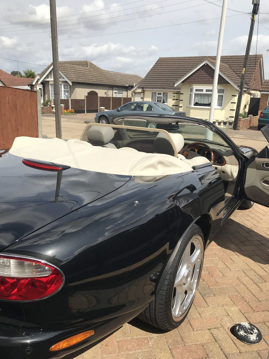 2002 Jaguar XKR 4.0 Convertible For Sale (picture 5 of 6)