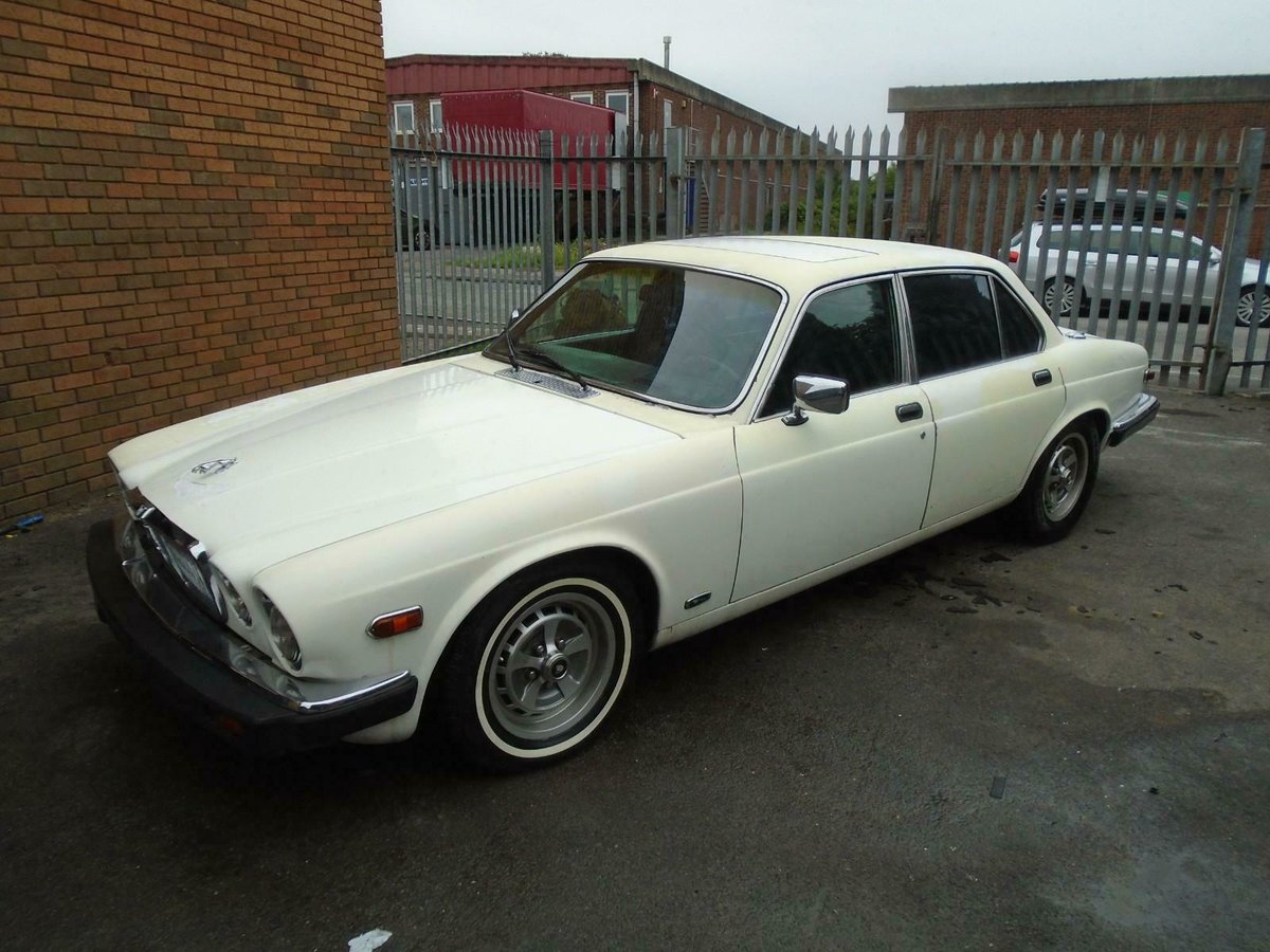 JAGUAR XJ6 SERIES 3 4.2 AUTO LHD (1983) FACTORY WHITE! SOLID For Sale (picture 1 of 6)